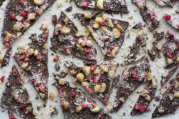 Strawberry and macadamia bark recipe